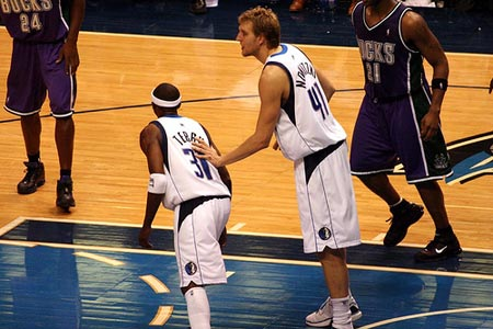 Nowitzki and Terry in the Paint.